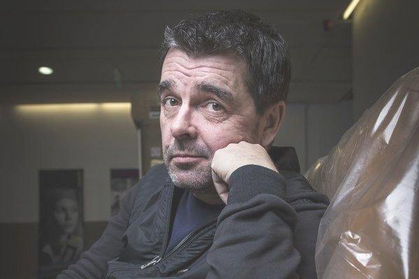Peter Kočiš hrá v Kemping story jednu z hlavných postáv.