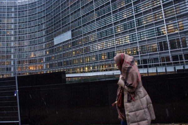Slovenskí úradníci by sa mali po Bruseli pohybovať bez tlmočníkov.