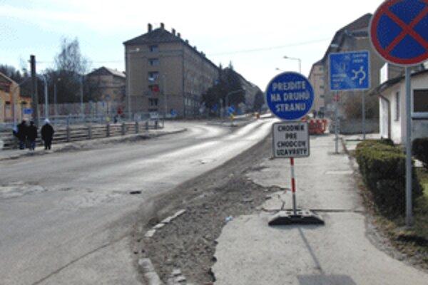 Od soboty 12. februára budú na viacerých miestach v centre Handlovej.