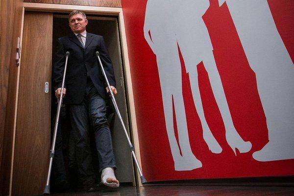 Fico už druhý deň po zranení zvoláva tlačovky.