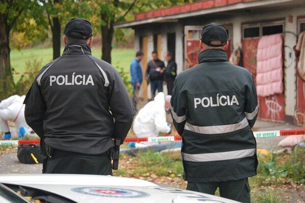 Tragickú smrť bezdomovca vyšetruje polícia.