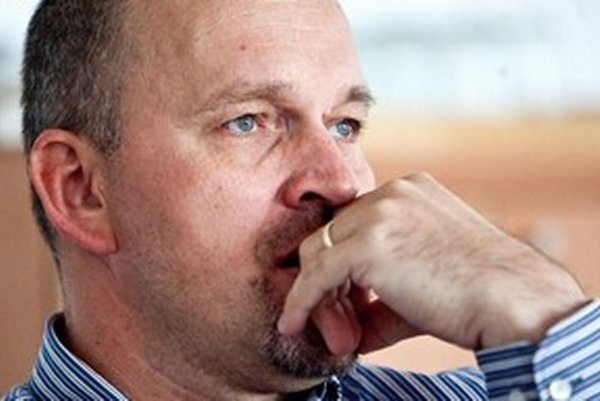 Plukovník v zálohe VLADIMÍR SUCHODOLINSKÝ bol za vlády Ivety Radičovej zástupcom riaditeľa Vojenskej spravodajskej služby, potom bol vojenským pridelencom na Ukrajine. Je autorom vyšetrovacej správy o tunelovaní vojenských tajných služieb.