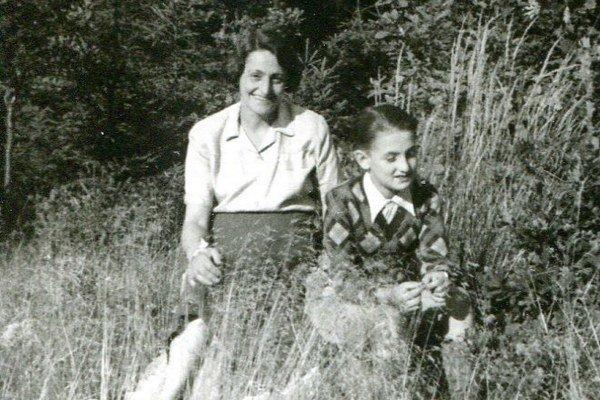 Ivan Lefkovits s mamou tesne po vojne.