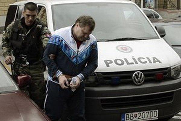 Sergeja Salmanova vedú na súd.