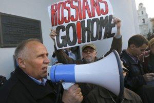 Mykalaj Statkevič na demonštrácii ivMinsku proti rozšírení ruských základní vBielorusku.