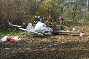 Medzi Košom a Novákmi spadlo malé športové lietadlo. Pilot sa katapultoval.