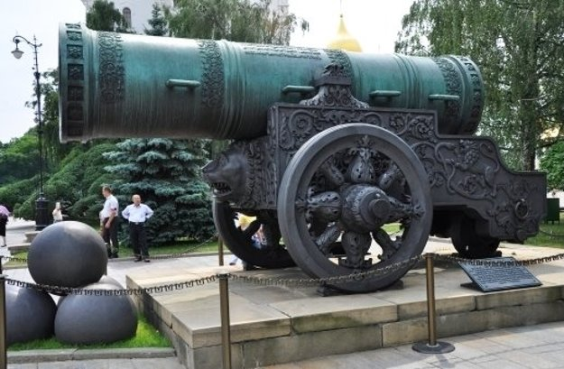 Car puška.