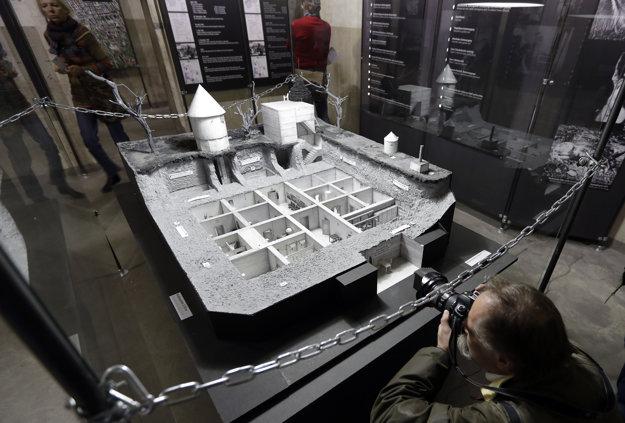 Model Hitlerovho bunkra na výstave.