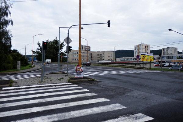 Križovatka. Semafory sa skôr zapínať nebudú.
