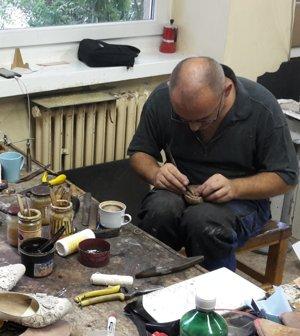 Aj obuvi pre hercov venujú zamestnanci umelecko-dekoračných dielní veľkú pozornosť.