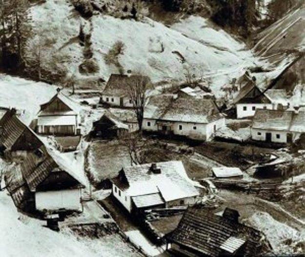 Osada Piesky kedysi.
