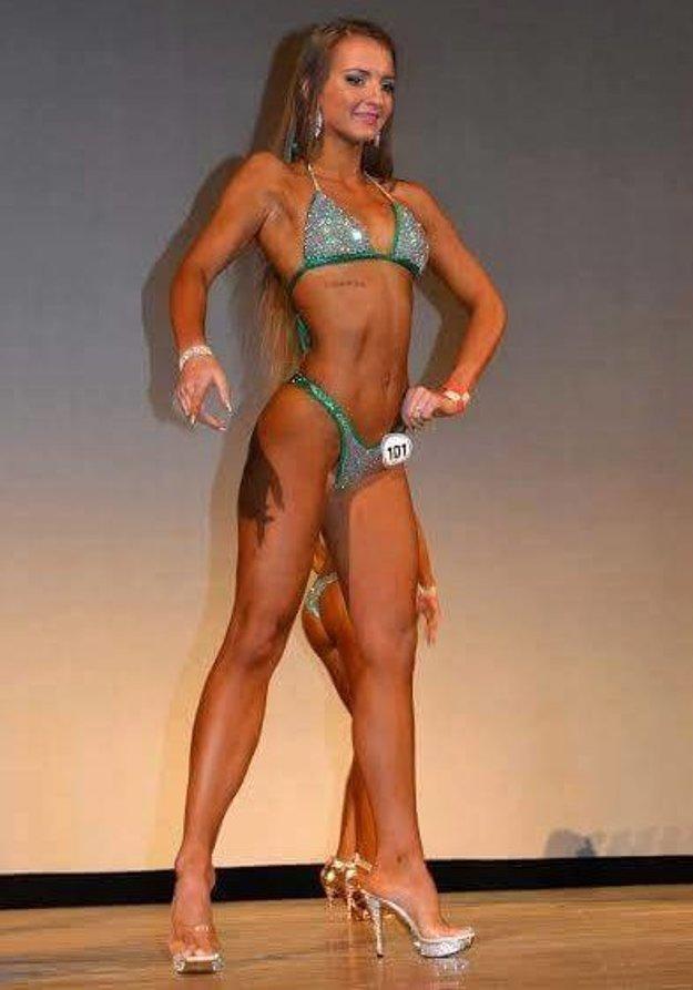 Fitnesska Adriána Kuzmániová si z národného šampionátu odniesla zlato aj striebro.
