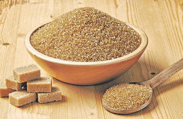 Hnedý cukor je len hnedá navoňaná sacharóza.