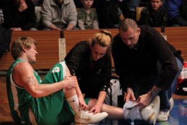 Róbert Nuber tesne po zranení svojho členka.
