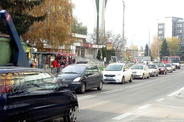 Kolóny na Štefánikovej ulici.