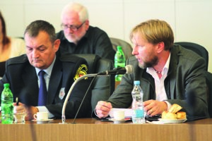 Vpravo okresný riaditeľ polície Patrik Kupec, vedľa neho náčelník mestskej polície Miroslav Grell.