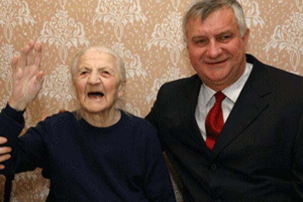 Štefánia Kutlišová je aj v sto rokoch stále vitálna.