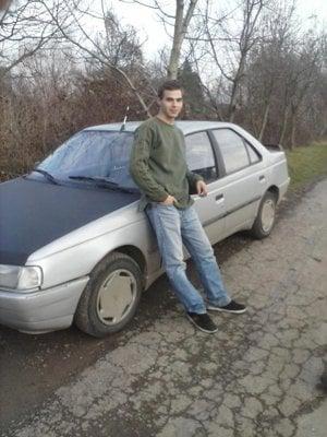 Marek. Zbožňoval autá.
