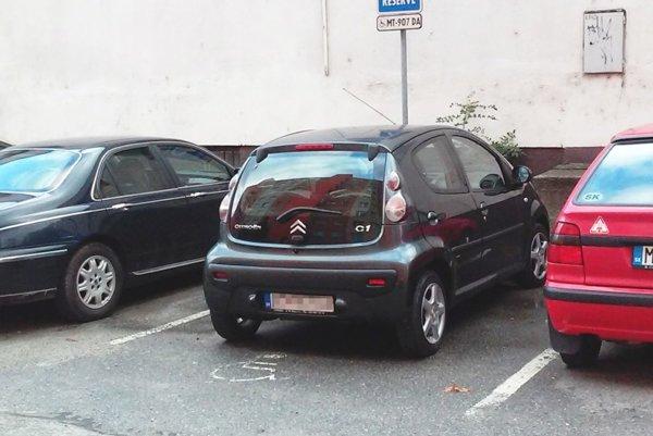 Parkovanie pre ZŤP musí byť riadne označené.