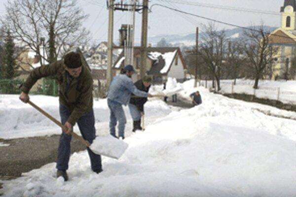 Chodníky musia byť očistené čo najskôr po napadnutí snehu.
