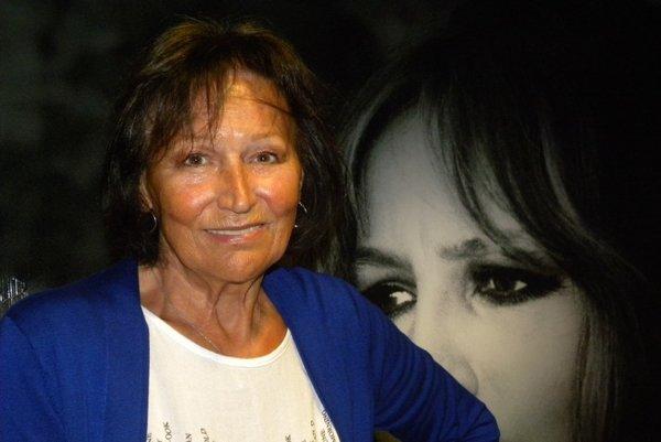 Pred rokom 1968 bola na vrchole speváckej kariéry, keď do života MARTY KUBIŠOVEJ zasiahla normalizácia a na dvadsať rokov jej režim zakázal spievať. Stala sa však hovorkyňou Charty 77 a po roku 1989 významnou osobnosťou.