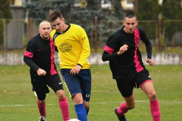 V zemplínskom derby triumfovali hráči Strážskeho. Na svojom trávniku zvíťazili vdohrávke 14. kola IV. ligy Juh nad Veľkými Kapušanmi 1:0.