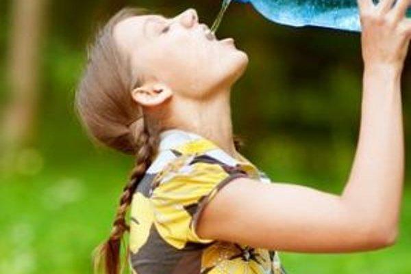 Príjem optimálneho množstva tekutín počas celého dňa má vplyv aj na vašu hmotnosť.