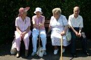 Dôchodcovia sú skupinou obyvateľstva, ktorá je ohrozená podvýživou, takisto sú ohrození najmä geriatrickí a onkologickí pacienti.