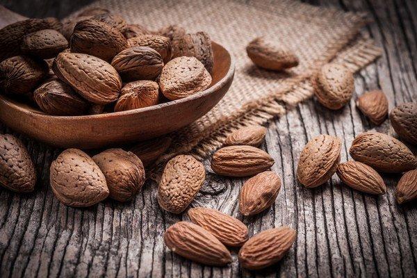 Zdrojom horčíka sú aj rozličné druhy orechov.