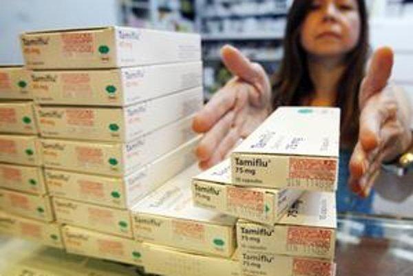 Lekárnička na Taiwane ukazuje zásoby lieku Tamiflu, ktorý predstavuje efektívny liek proti prasacej chrípke, pokiaľ sa včas odhalí.