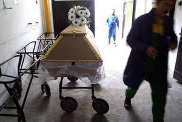 Pozostalí sa sťažovali aj na prípady, keď si nemohli vybrať pohrebníctvo.