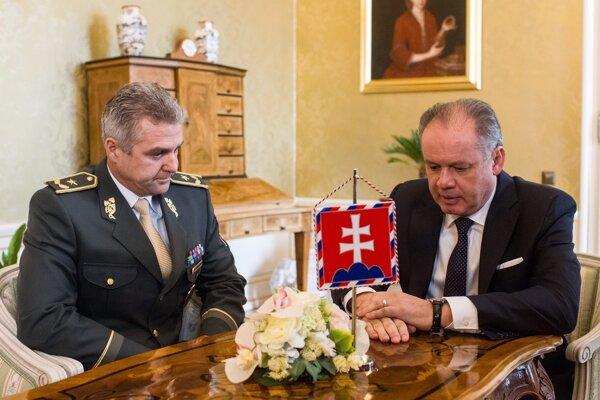 Policajný prezident Tibor Gašpar a prezident Slovenskej republiky Andrej Kiska.