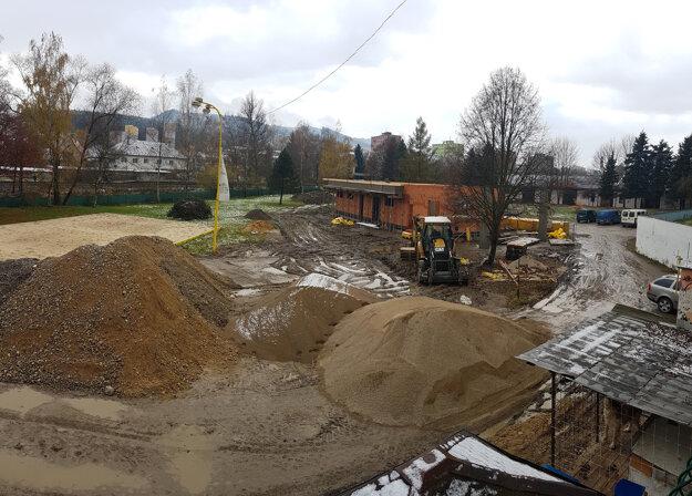 Práce na tejto stavbe financujú z úveru, náklady predstavujú 1,7 milióna eur.