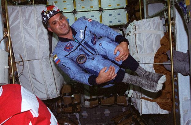 David Wolf ako prvý Američan odvolil z vesmíru.