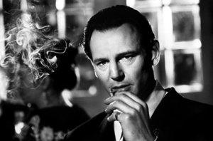 Liam Neeson ako Oskar Schindler.