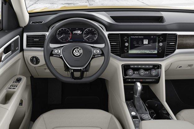 Atlas má - ako všetky volkswageny - prehľadný kokpit. Na pohon modelu Atlas slúži dvojlitrový motor výkonu 175 kW a 3,6-litrový vidlicový šesťvalec s maximálnym výkonom 206 kW.