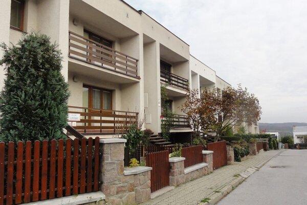 Na Lipovej stojí trinásť domov.