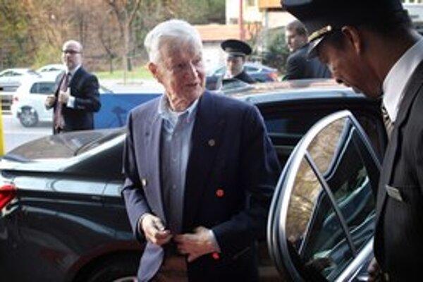 Bývalý poradca Jimmyho Cartera Zbigniew Brzezinski prišiel do Bratislavy. Čo tu povie, tajil.