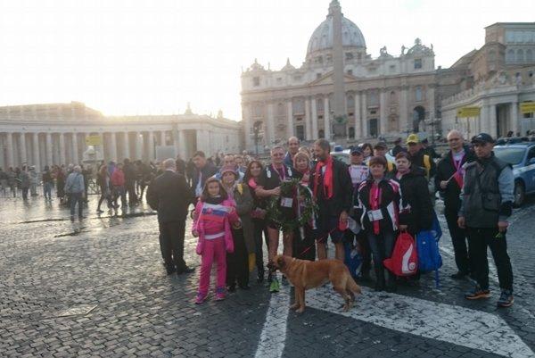V cieli. Do Vatikánu prišlo dvadsať ľudí z Bernátoviec.