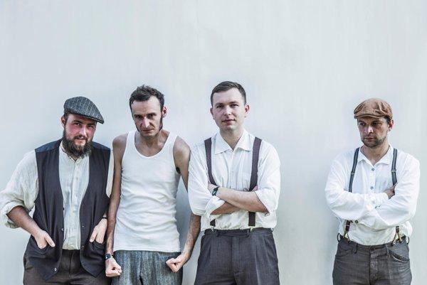 Krakovská kapela Hańba vznikla na bizarnej myšlienke: Čo keby punk nevznikol vo Veľkej Británii, ale v medzivojnovom Poľsku?