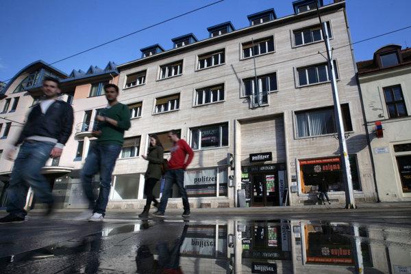 Akadémia médií sídlila v Bratislave v Dome novinárov Slovenskému syndikátu novinárov na Župnom námestí.