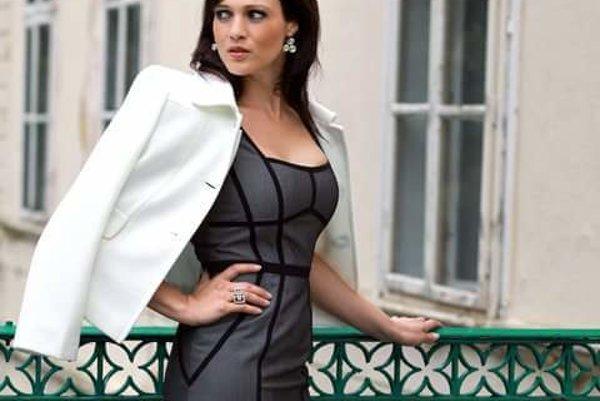 A predsa je modelkou. Adriana vyzerá výborne a nafotila profi fotky ako zrelá žena.