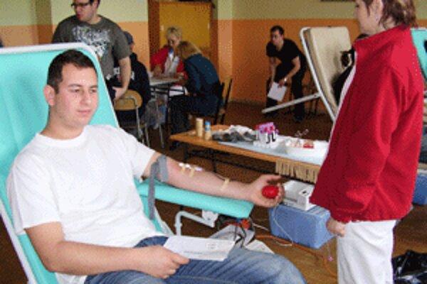 Odber krvi zvládla väčšina mladých bez väčších problémov.