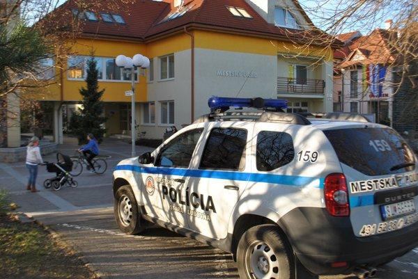 Stará Ľubovňa. Do mestskej polície sa pustil nespokojný občan.