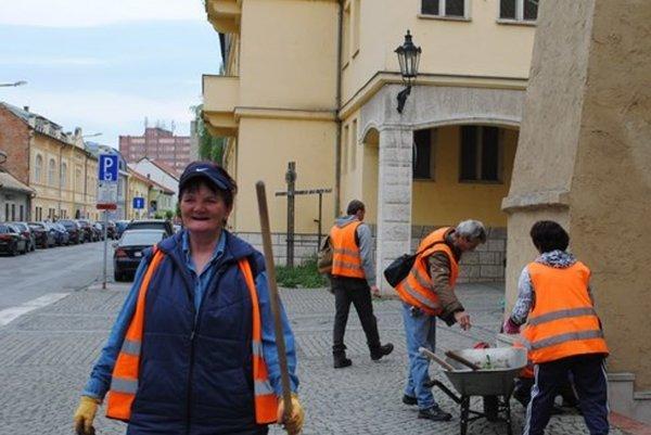 Mesto pre pracovníkov kúpilo náradie aj materiál.