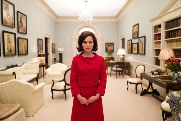 Natalie Portmanová v úlohe prvej dámy.
