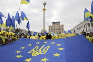 Pri protestoch pred tromi rokmi Ukranci žiadali zblíženie s Úniou a boj proti korupcii. Stále čakajú.
