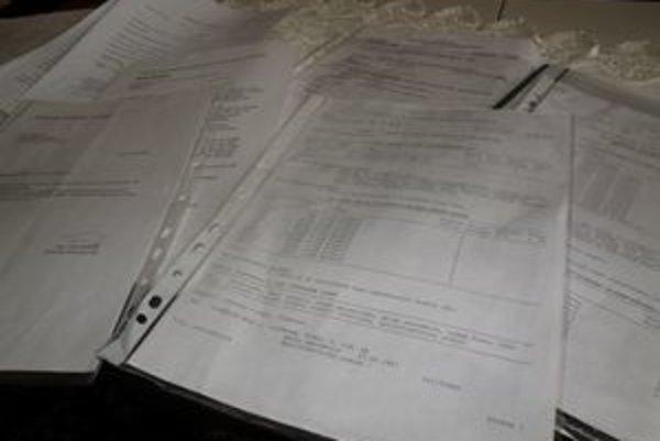 Pani Alena nazhromaždila už veľa dokumentov, ktorými chce dokázať svoju pravdu.