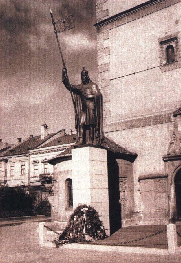 Socha sv. Václava pri Urbanovej veži.