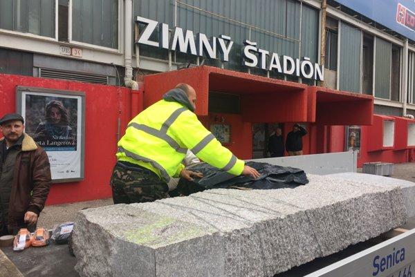 Pamätník Pavla Demitru je už v Trenčíne. Osadia ho v nedeľu.